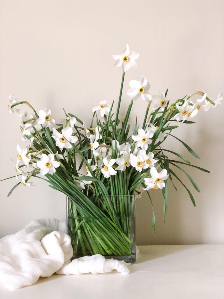 spring-flower-arrangement-tips-design-table-centerpiece-daffodil-diy-at-home
